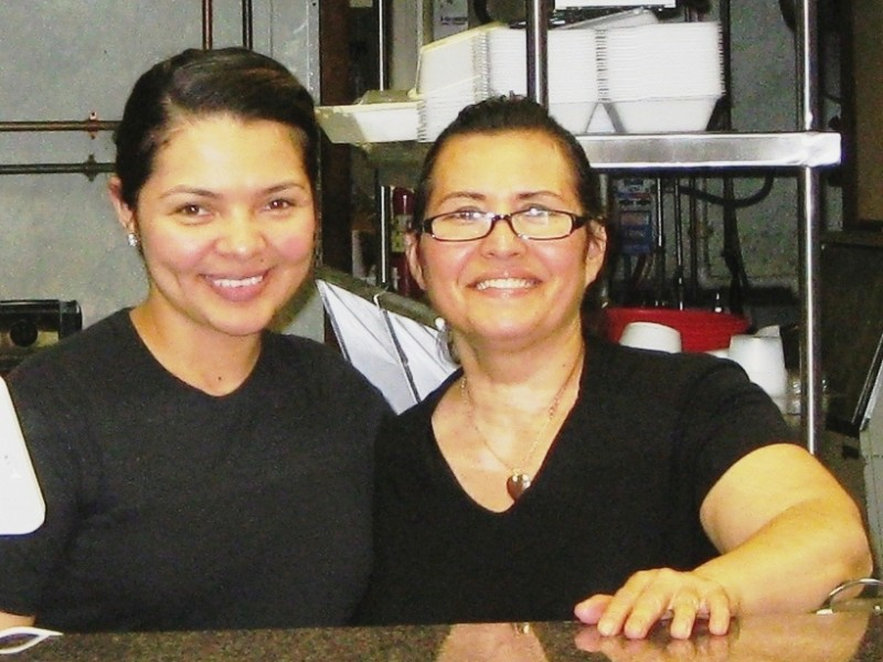 Jakeline Estrada, left, and her mother, Talyta Contreras.