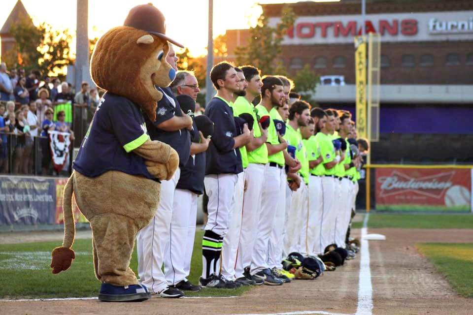 Players line up for the national anthem prior to a 2016 Bravehearts game.